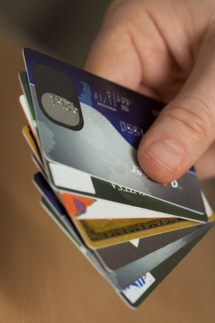 クレジットカードの平均枚数